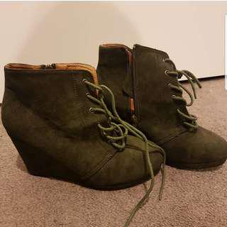 Size 9 Dark Green Boots