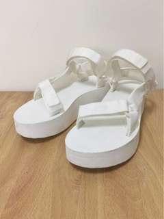 🚚 teva厚底涼鞋 白#女裝半價拉