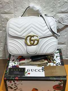 Gucci marmonth bag 0n hand