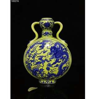 [舊時光] 中國瓷器 清乾隆年 綠底青花 龍鳳紋抱月瓶