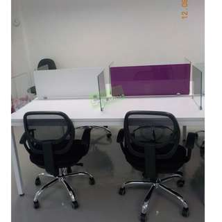 LINEAR WORKSTATIONS WITH GLASS DIVIDER PURPLE