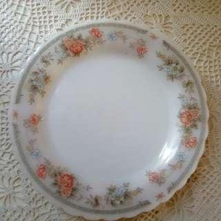 "Vintage Indopal milk glass Flat plate, 7"""