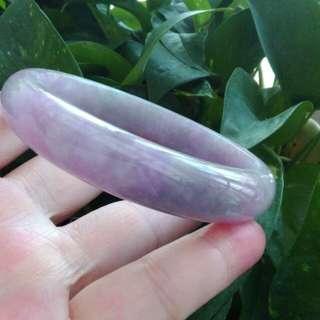 戶外拍的紫羅蘭春彩手鐲18.5圍。紫羅蘭沒有啥ABC別再問了。我是分享不是賣玉的,給老人考試太過分了!自行參考評價挖寶!太大沒人戴不收藏了。