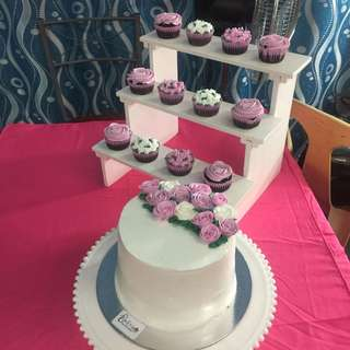 Floral Debut Cake and cupcakes