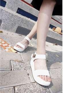 🚚 寬版側綴金色方塊粘式厚底涼鞋#女裝半價拉