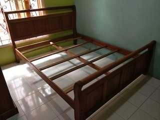 Tempat tidur kayu jati/