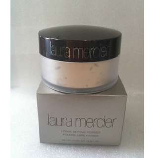 LAURA MERCIER LOOSE SETTING POWDER 29g./1oz TRANSLUCENT 100% Authentic Product (PRICE IS FIRM) AS SEEN USED BY Bella Fiori. WILL BE DISCONTINUED JUNE 30 2018