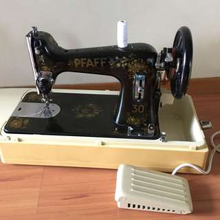 PFAFF Sewing Machine with motor