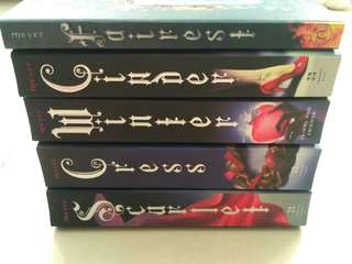 The Lunar Chronicles Series + Fairest - Marissa Meyer