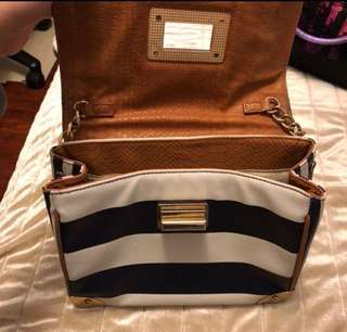 💯% Authentic (ALDO body bag)