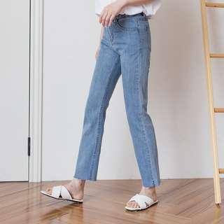 淺色高腰直筒牛仔褲
