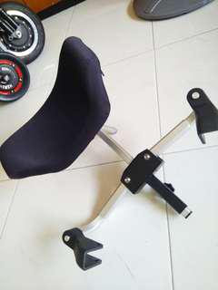 Fully adjustable portable head rest for any wheelchairs with push handles