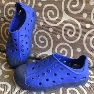 Kids Authentic Crocs shoes C13