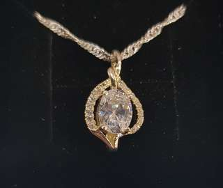 Luxurious Silver Necklace and Pendant