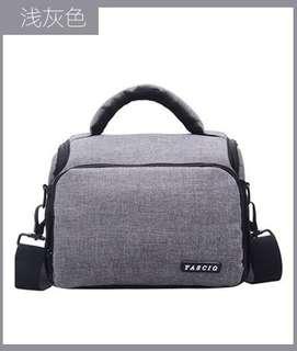 🚚 【Q夫妻】 Camera bag 輕便 簡約 單反攝影包 相機包 單肩包 淺灰色 #BA0005-1