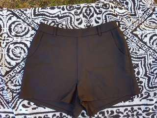 SES Fashion black dress short pants Size 8