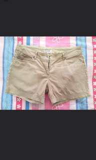 Celana pendek ukuran M