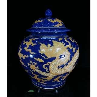 中國瓷器 明宣德年 雪花藍描金龍紋蓋罐