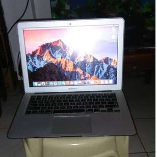 apple macbook air core i5 with 256gb ssd rush!!