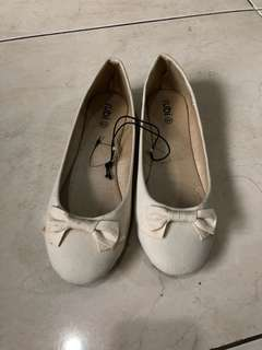 BRAND NEW Rubi Cream Flatshoes size 40