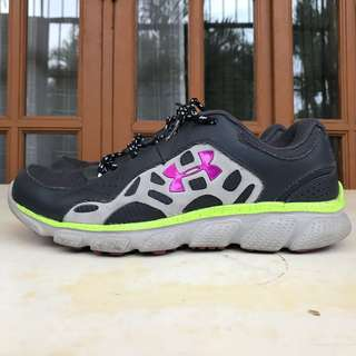 Under Armour running shoes size 8 - used