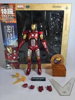 Revoltech Marvel Legends Select DC Icon Collectibles
