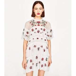 Zara 刺繡白紗多層次荷葉洋裝