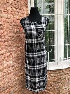 Checkered dress (good as new)