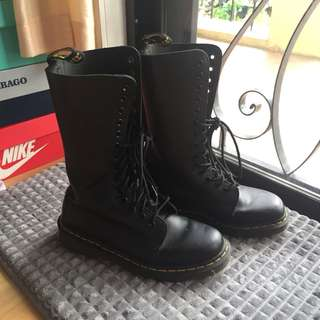 DMs 14-eye Classic Lace up Boots