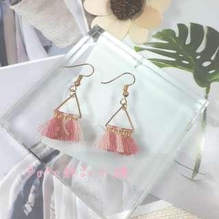 《PoPo飾品》耳環 手作款*迷你粉色系三角小流蘇#可改耳針/耳夾
