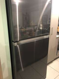 Samsung 525L Twin Cooling Plus Top Mount Fridge in Black Stainless