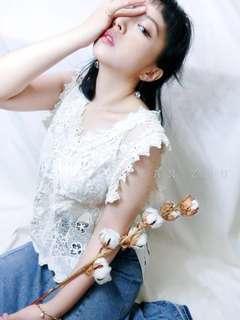 🚚 [Y A N  Z H U]溫柔典雅手工布蕾絲側綁緞帶背心(米色) 現貨+預購