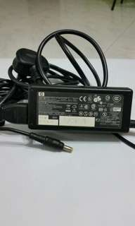 original hp laptop charger.good condition 18.5v..3.5A .65W only 15