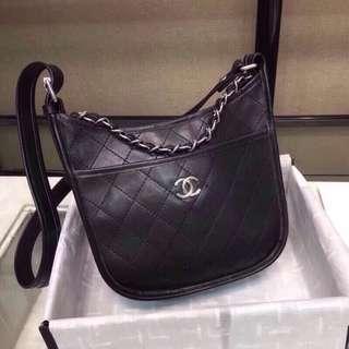 Chanel 8130-新款夏季牛皮單肩斜跨包出貨~男女通用款,現貨銷售,尺寸:22*9.5*24。