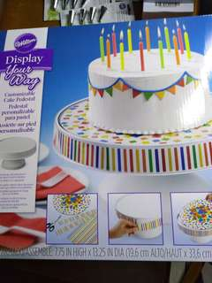 cake pedestal (2 pics but only 1 item)
