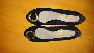 Cour Carre 黑色猄皮小踭鞋36碼