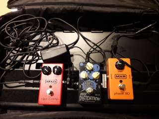 Various MXR pedals and Biyang max distortion with pedalboard