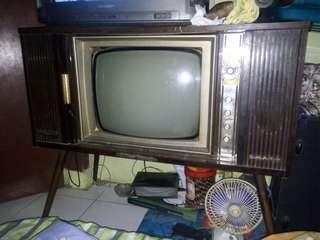 Tv jadoel merk sharp 20in hitam putih kondisi mati