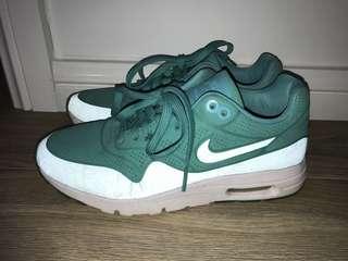 NIKE Green Airmaxes