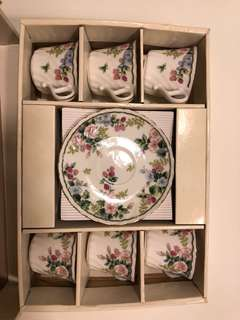 Vintage set of tea cups and saucers. Mint condition!