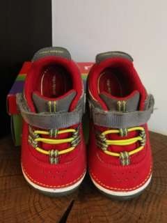 Stride Rite SRT SM Amos in Red/GREY Shoes