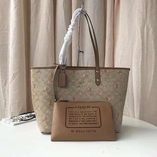REVERSIBLE CITY ZIP TOTE IN SIGNATURE CANVAS WITH DAISY BUNDLE PRINT COACH F31776