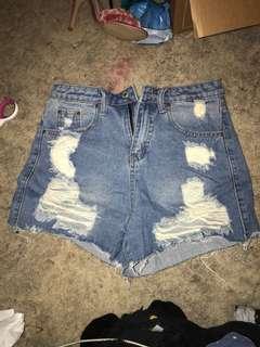 Mom jean shorts size M (10-12)