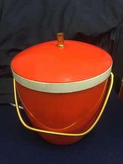 70年代紅A冰桶一個香港制造,Made in Hong Kong