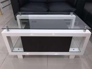 meja ruang tamu (coffee table)