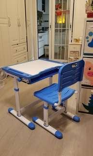 9成9新,兒童寫字枱及椅,皆可調高低,連櫃桶