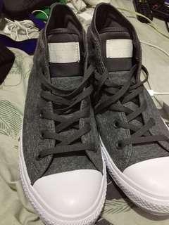 Hi cut limited edition Converse