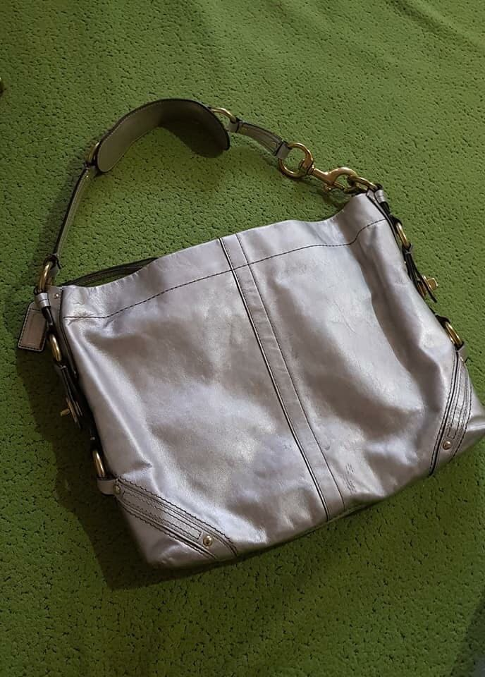 69213dff581c ... denmark coach carly silver metallic hobo bag preloved womens fashion  bags ab815 e54e8 ...