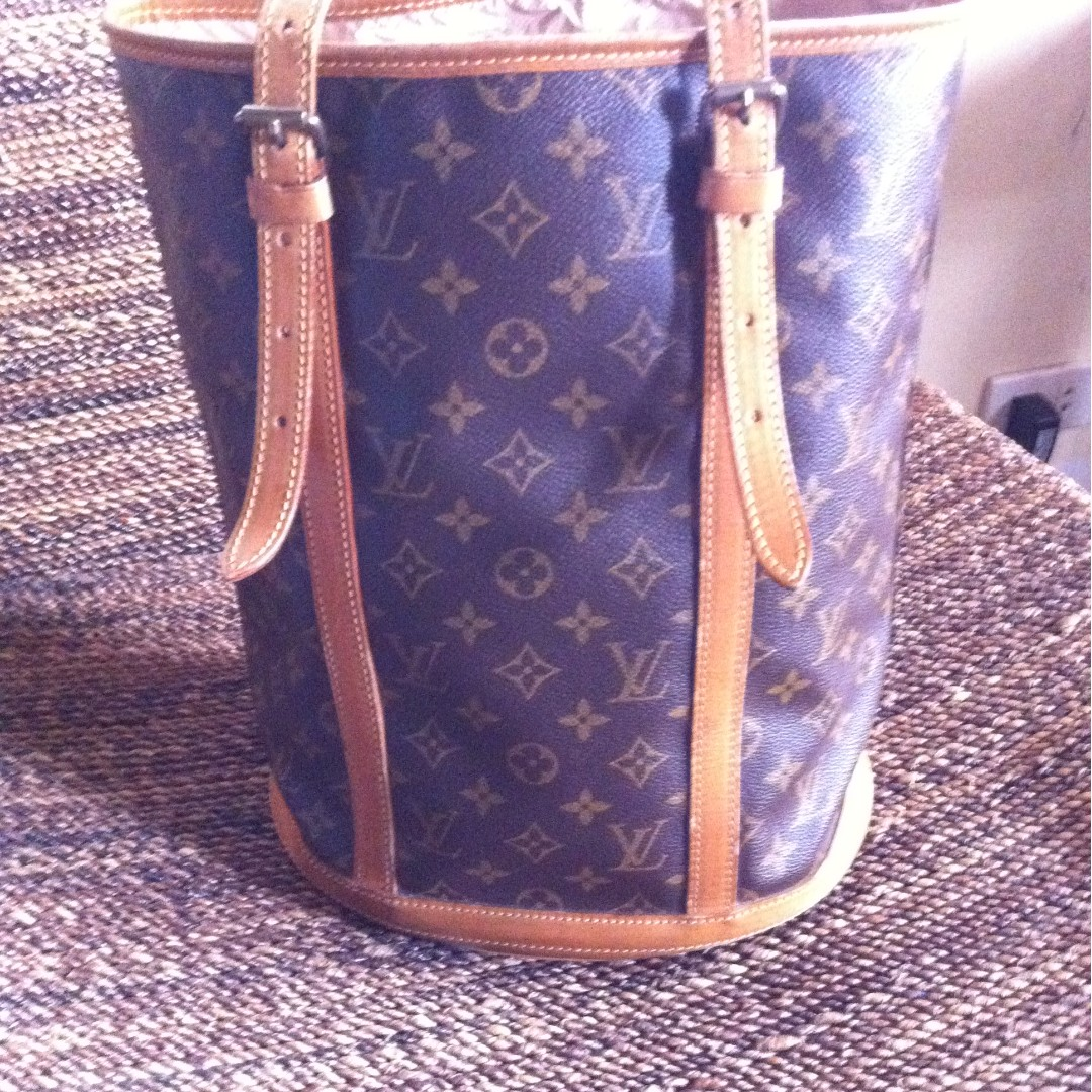 Repriced!! Louis Vuitton bucket bag e9db2d1f75024