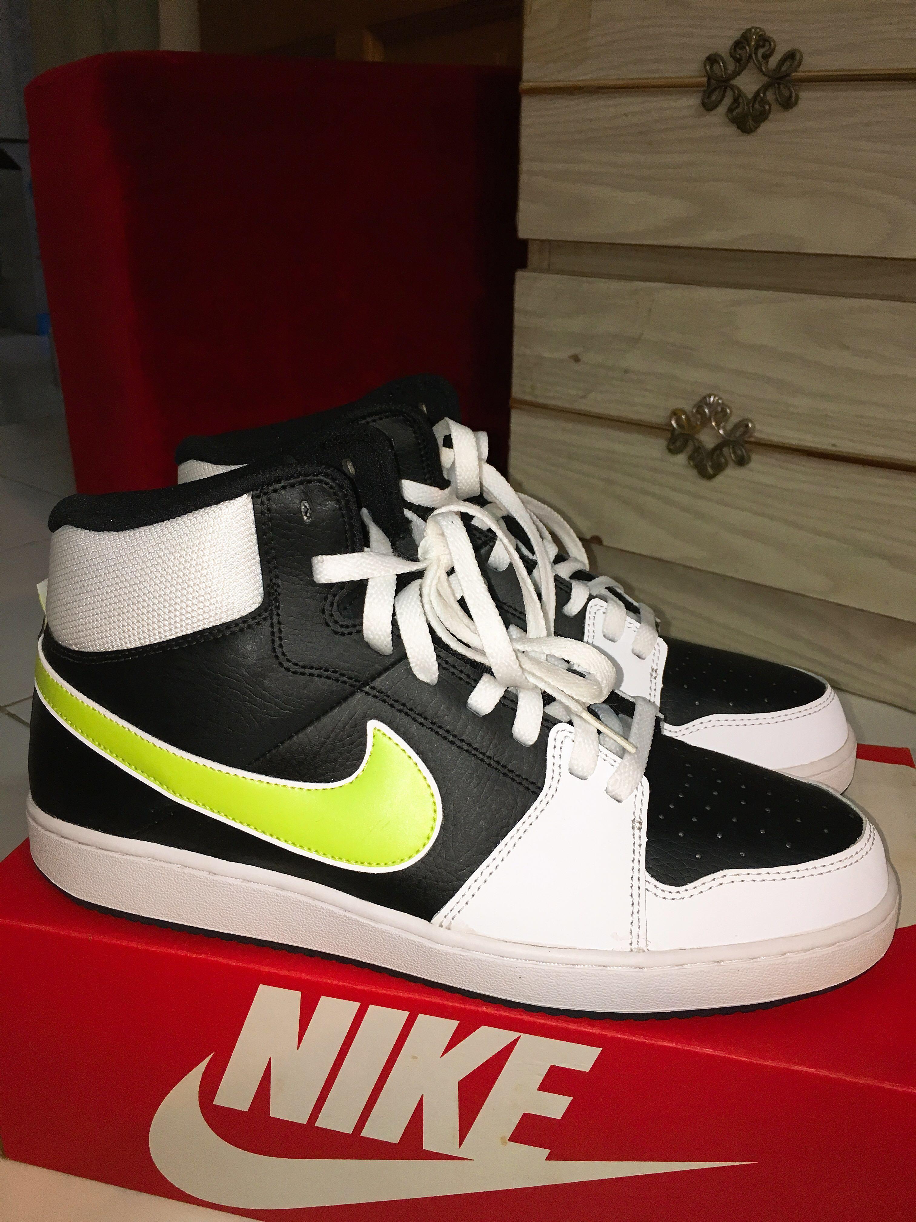 1b55638ca2c NEW! NIKE BLACKBOARD II, Men's Fashion, Footwear, Sneakers on Carousell